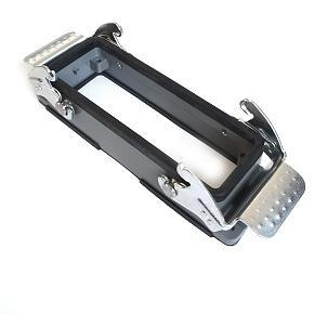 kryt zásuvky 24B do otvoru v panelu, kov, dva zámky