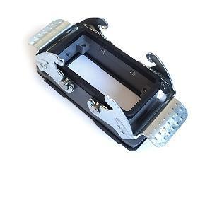 kryt zásuvky 10B do otvoru v panelu, kov, dva zámky